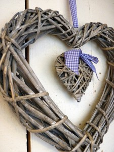 63-7005_wicker_hearts_2