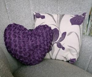 84F6735_iris_cushion_2